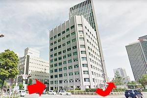 ③信号を渡り、曽根崎警察署前を通過してください。