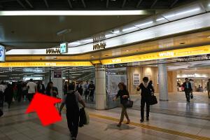 ②阪神梅田駅前